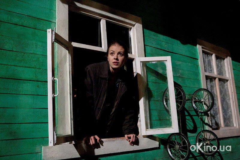 http://s1.cdnnz.net/films/i/8/7/4/okino.ua-prostaya-zhizn-serial-611874-a.jpg