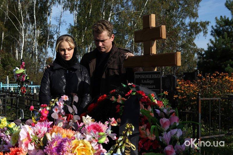 http://s1.cdnnz.net/films/i/8/7/8/okino.ua-prostaya-zhizn-serial-611878-a.jpg