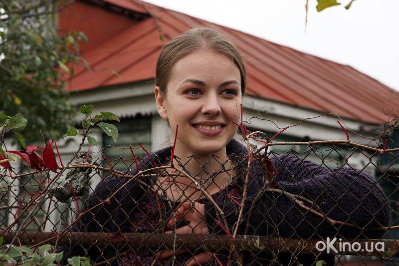 http://s1.cdnnz.net/films/i/8/8/1/okino.ua-prostaya-zhizn-serial-611881-a.jpg