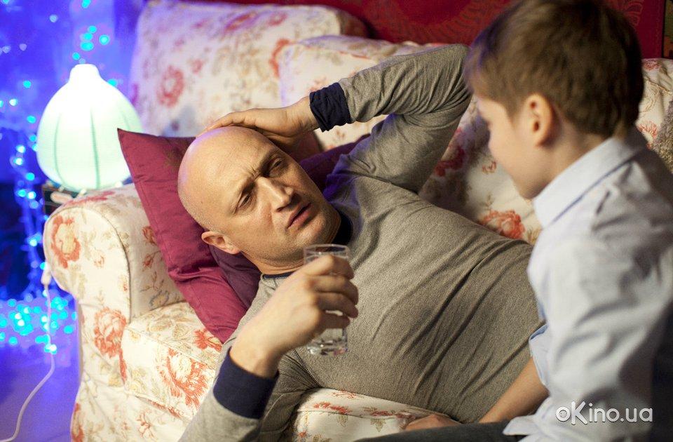 http://s1.cdnnz.net/films/i/8/8/9/okino.ua-yolki-3-635889-a.jpg