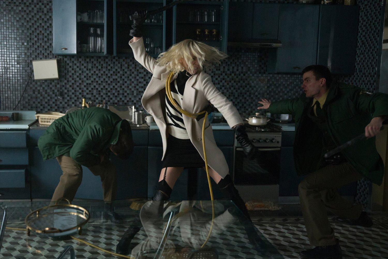 рецензия на фильм Взрывная блондинка (Атомная блондинка)