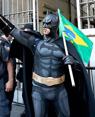 Бэтмен на Мундиале в Бразилии