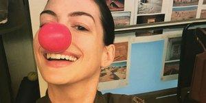 Звезды в соцсетях: гадкий Капитан Америка, красный нос и круг четкости