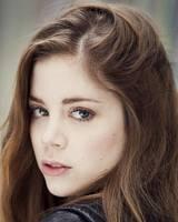Шарлотта Хоуп фото