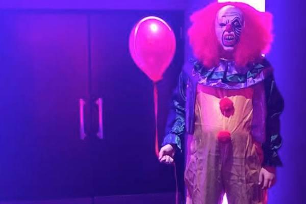 Британцы столкнулись с клоуном из «Оно» в реальной жизни