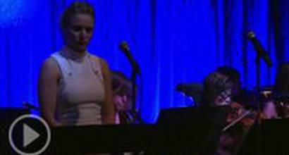 "Кристен Белл исполняет живьем ""Do you want to build a snowman?"""