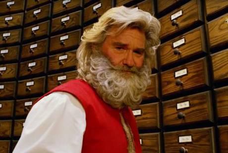 Курт Рассел предстал в образе Санта-Клауса