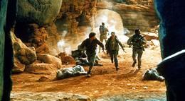 """Кадр из фильма """"Конго"""" - 2"""