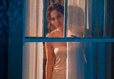 Любовник преследует Дженнифер Лопез в трейлере фильма «Парень по соседству»