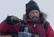 Мадс Миккельсен сражается за жизнь в триллере «Арктика»
