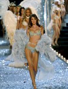 Показ мод Victoria's Secret 2003