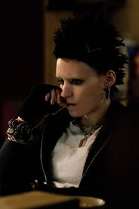 Кадр Девушка с татуировкой дракона
