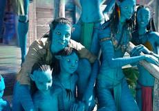 Первое фото: молодой актерский состав «Аватаров»