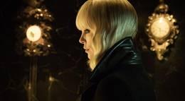 """Кадр из фильма """"Взрывная блондинка (Атомная блондинка)"""" - 1"""