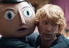 Бумажная голова Майкла Фассбендера в первом ролике к фильму «Фрэнк»