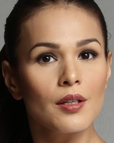 Айза Кальзадо фото