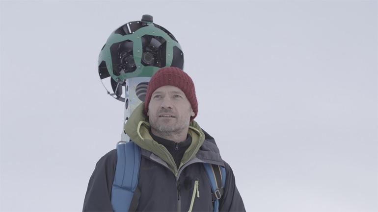 Николай Костер-Вальдау с камерой для Google Street View