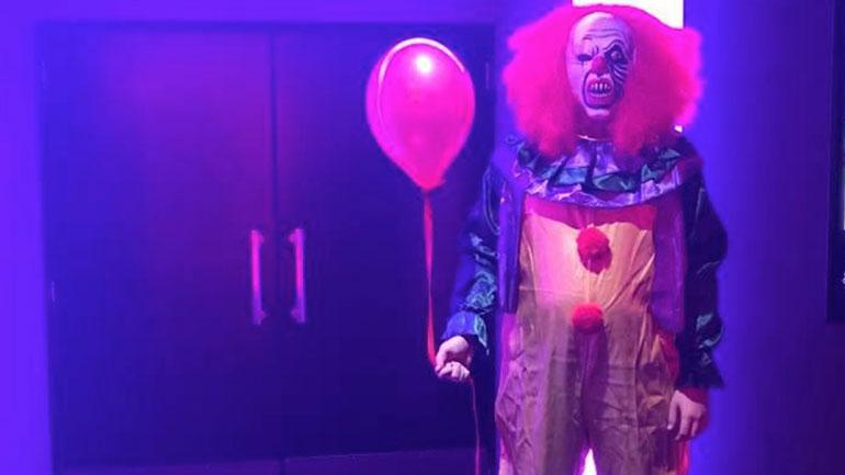 клоун в одном из кинотеатров Cineworld