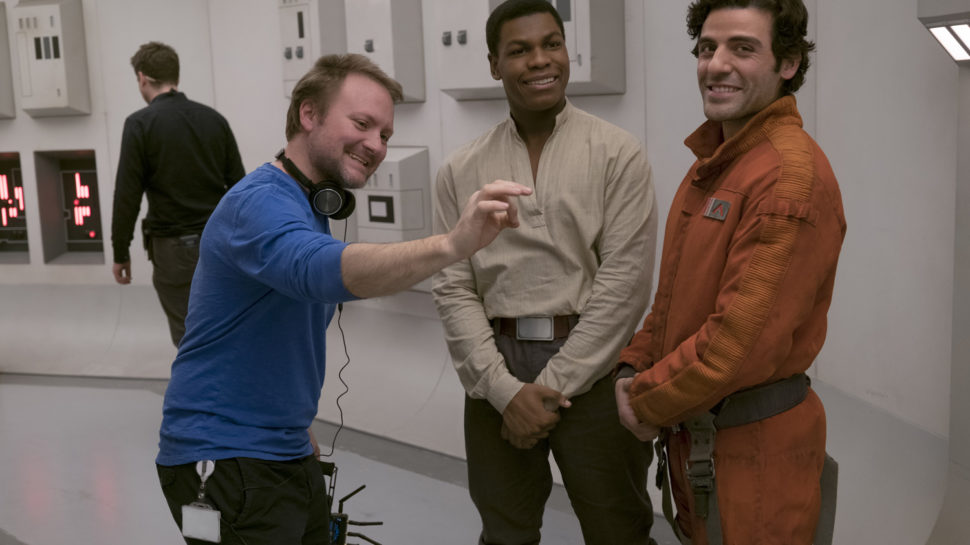 "Райан Джонсон, Джон Бойега и Оскар Айзек на съемках ""Последних джедаев"""