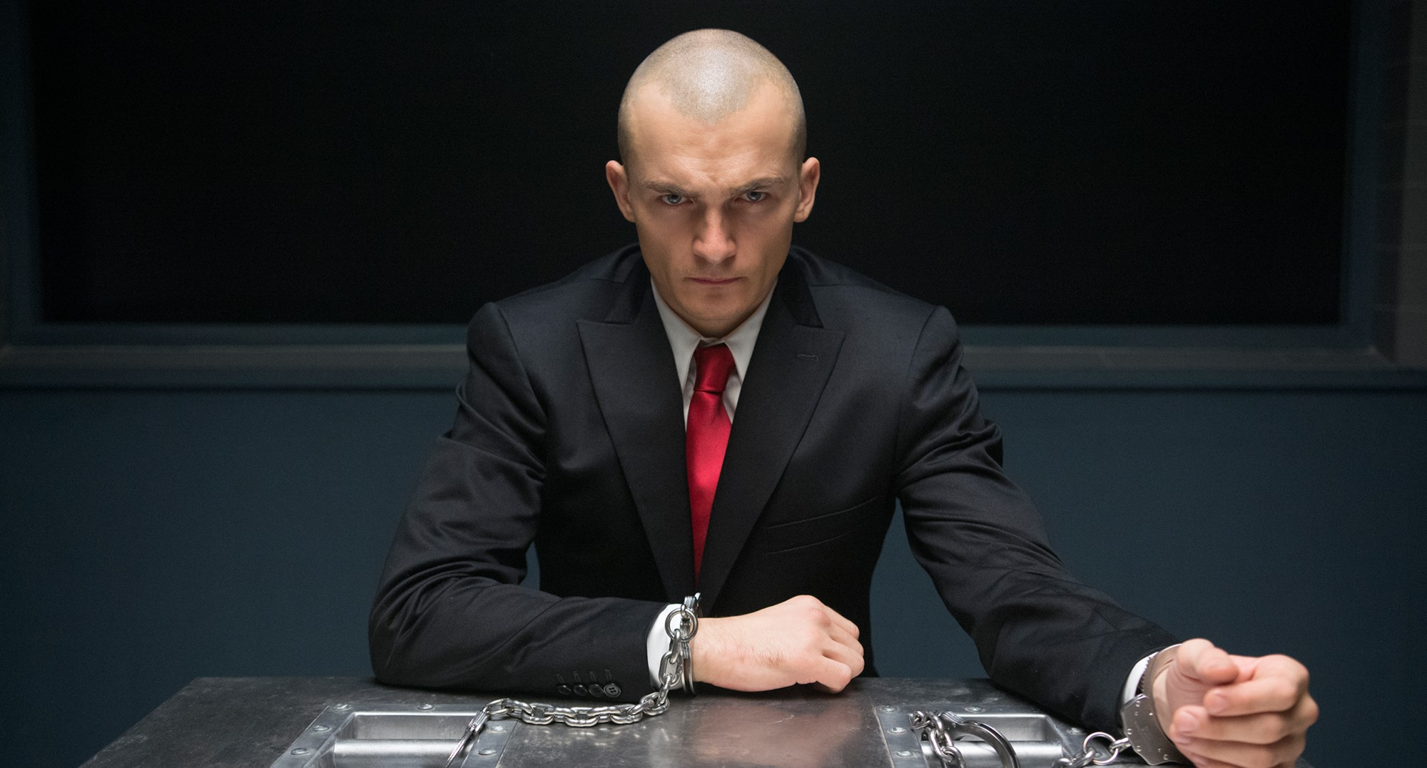"кадр из фильма ""Хитмен: Агент 47"""