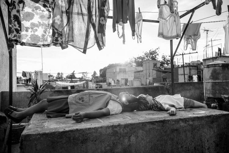 """Кадр из фильма """"Рим"""" Альфонсо Куарона"""