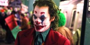 Хоакин Феникс в гриме Джокера: теперь ближе к комиксу