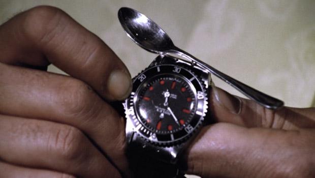 Часы с пилой