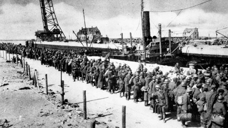 британские и французские солдаты-пленные, не успевшие эвакуироваться