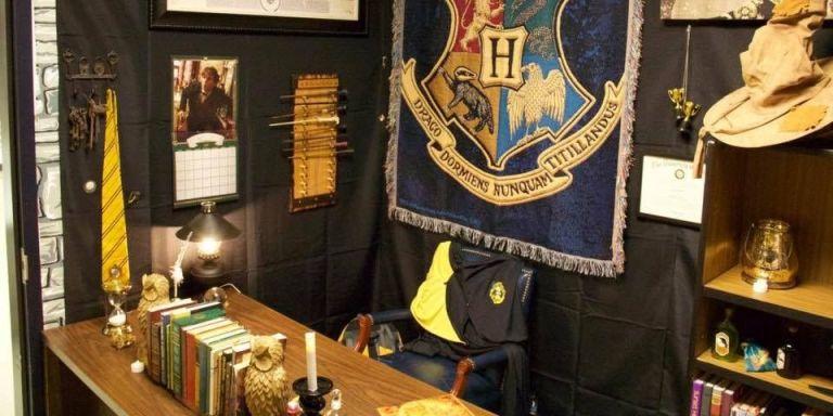 классная комната в стиле Хогвартса