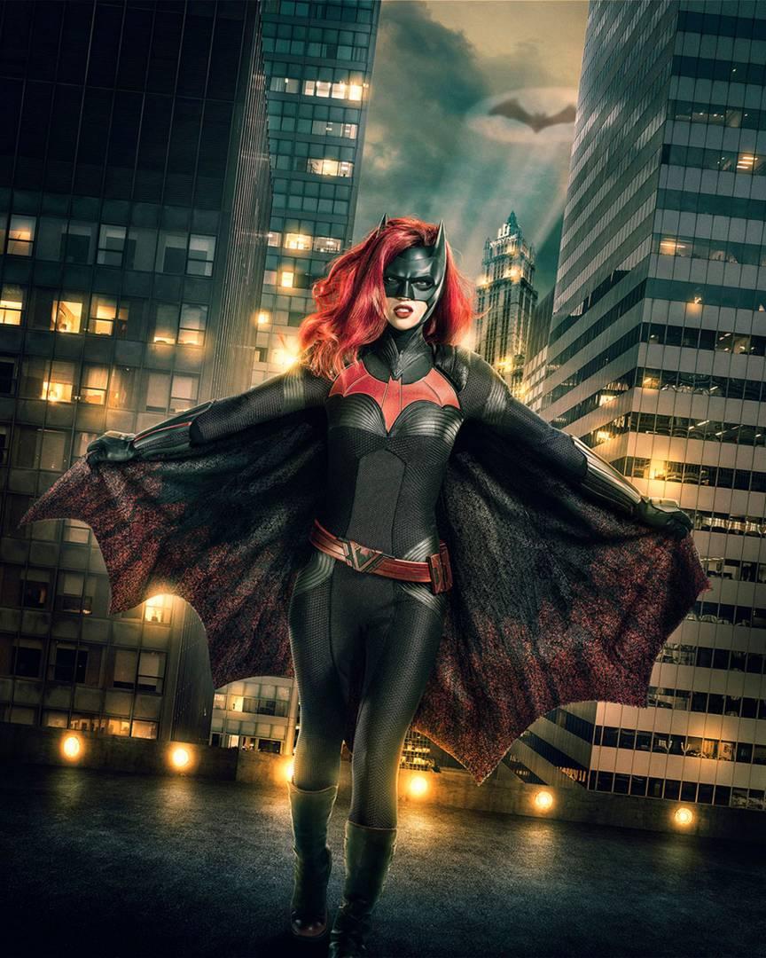 Первое фото: Руби Роуз в образе Бэтвумен